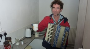 In The Kitchen … with Jona Lewie!