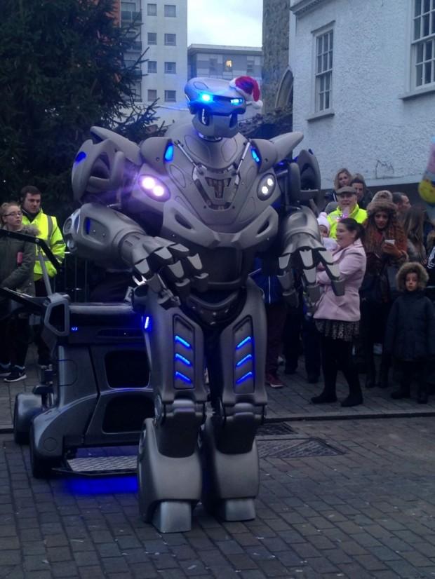 2015-11-28 039b Titan The Robot  (Nikki)