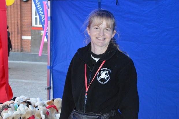 2015-11-28 045 Sarah from Hopefield Animal Sanctuary (Bob)