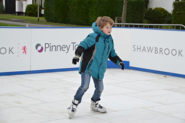 2015-11-29 024 ice rink (Bob)