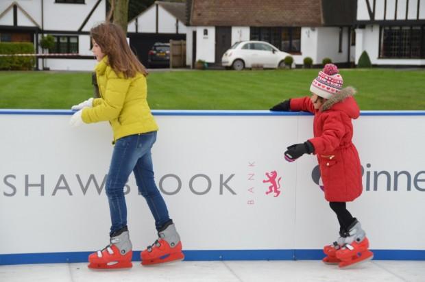 2015-11-29 025 ice rink (Bob)