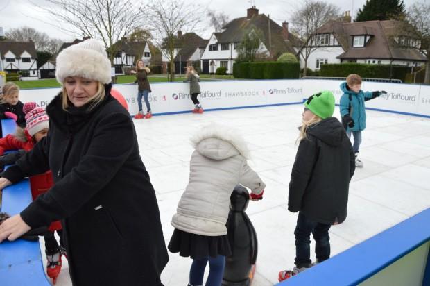 2015-11-29 027 ice rink (Bob)