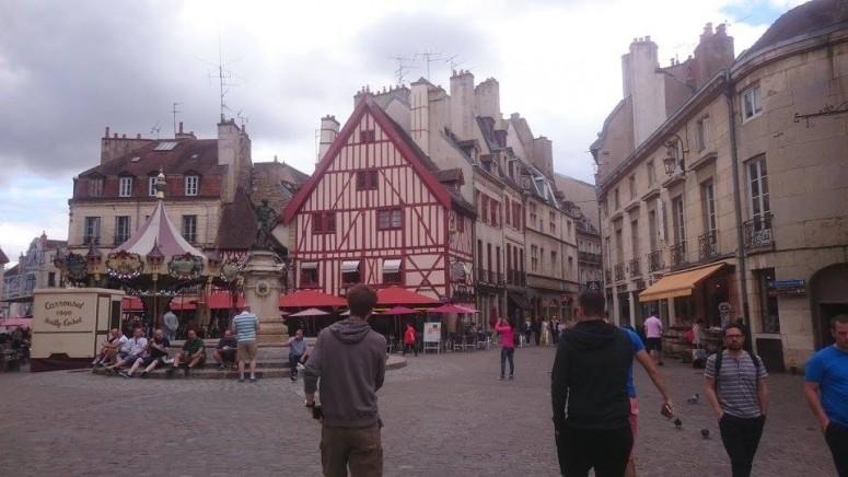 Dijon squaee