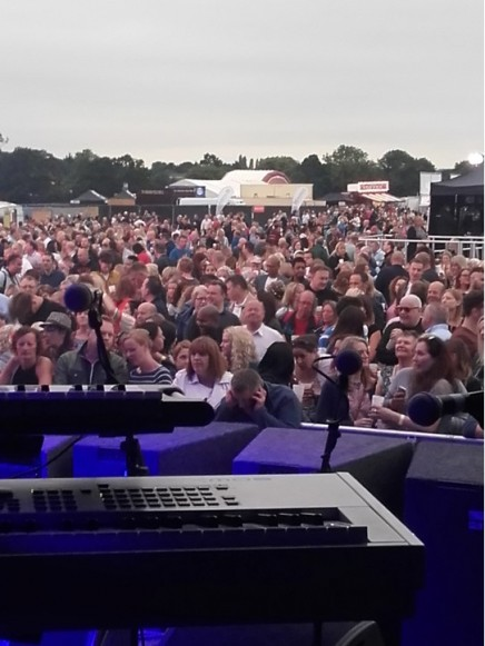 2016-07-15 Brentwood Festival - Antonia 01 - crowd