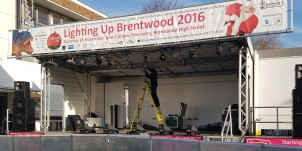 2016-11-26-lighting-up-brentwood-03-setting-up-antonia