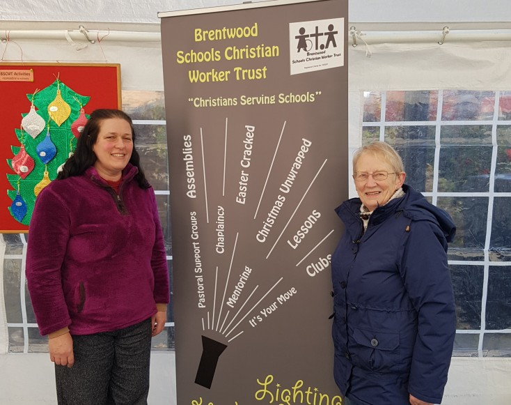2016-11-26-lighting-up-brentwood-09-olive-and-joan-from-brentwood-schools-christian-worker-trust-antonia
