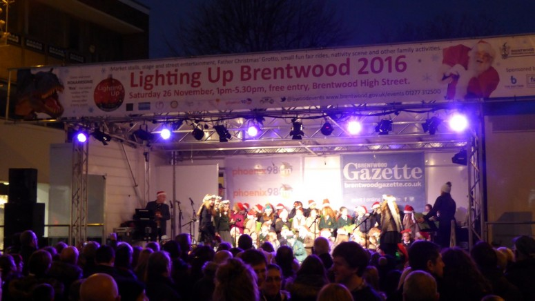 2016-11-26-lighting-up-brentwood-62-st-thomas-school-paul