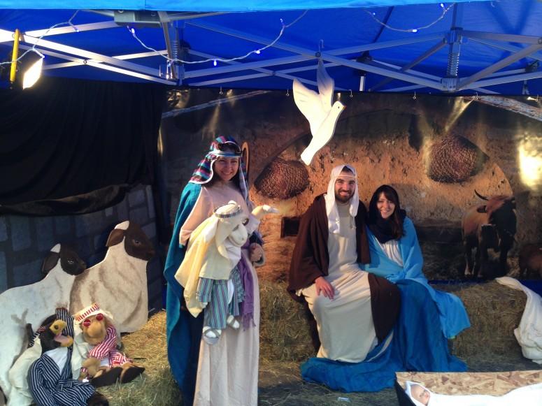 2016-11-26-lighting-up-brentwood-80-doddinghurst-rd-church-nativity-nikki