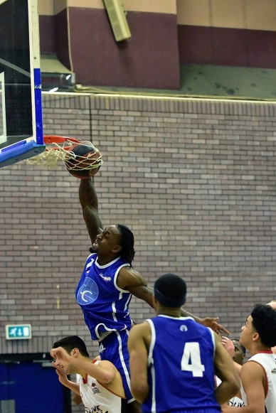 Essex Leopards v Bradford Dragons, 27 Nov 2016; Mike Martin with the slam