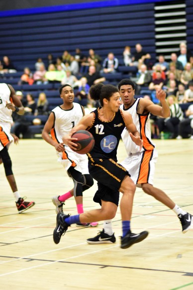 Essex Leopards v Leicester Warriors 12 Mar 2017; Shaq Lewis drives